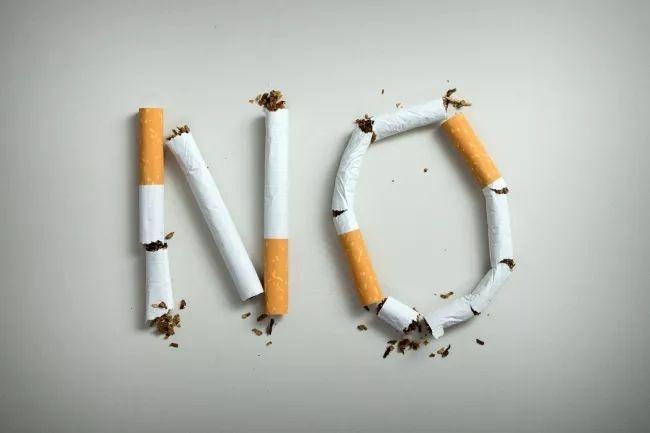 【特别关注】国务院发话:教师不得当着学生的面吸烟!