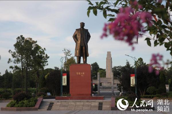 "<b>军民鱼水情感动国际友人:""只有红军真心为人民抗洪""</b>"
