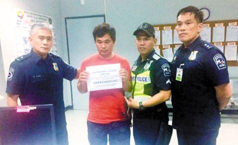 <b>解气!中国女游客在菲律宾打车被宰,愤而举报司机被逮捕!</b>