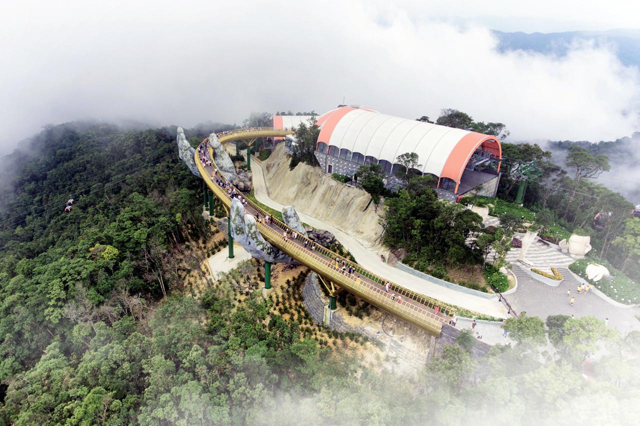 """越南最""""牛""""桥梁,耗资20亿建造150米,桥体被两只巨手托起"""