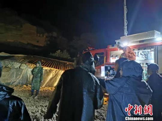 榆林子洲发生山体滑坡 疑有5人被困正全力救援