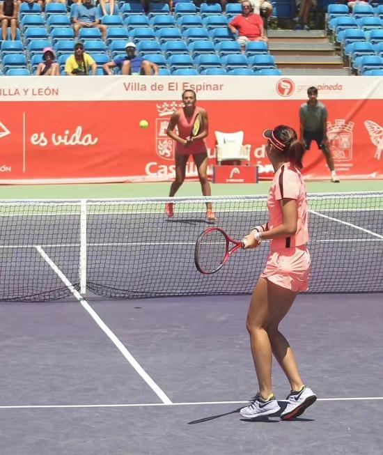 <b>中国球员丰硕夺得ITF卡斯蒂亚?莱昂网球公开赛女子双打冠军</b>