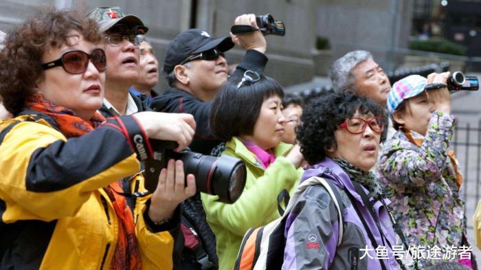 对中国游客拳打脚踢,用中文标志不欢迎告示,如今已开始凉凉