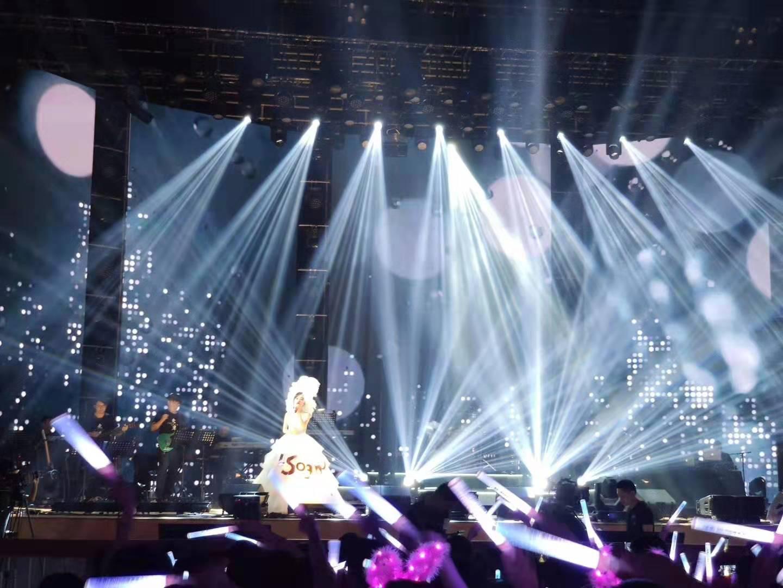 落叶归根,冯提莫重庆演唱会竟然频唱新歌?一波接一波观众应接不暇
