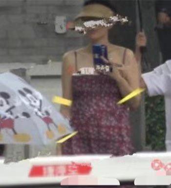章子怡带醒醒观看汪峰澳门演唱会,一个动作再破二胎怀孕传闻