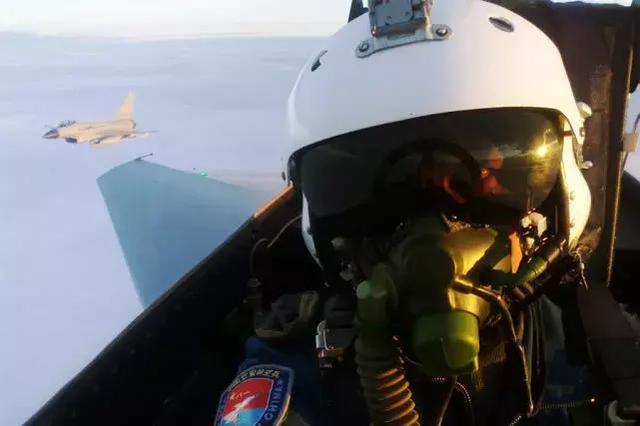 新一代国产战机飞行服研制成功