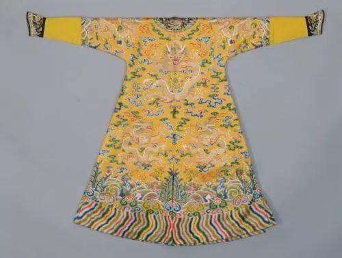 龙袍做工精细,不适合清洗,皇帝夏天穿在身上不嫌味道大吗?