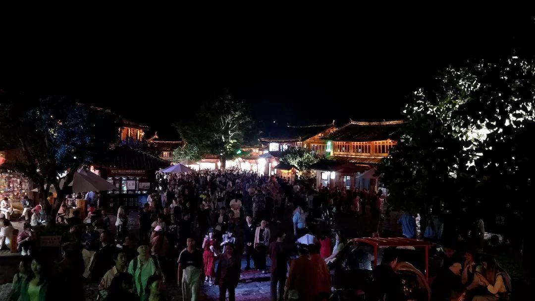 <b>丽江迎来暑期旅游高峰,游客体验是否打折扣?</b>