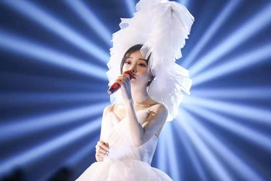 冯提莫首场个人演唱会嗨翻全场,粉丝表示:下一场什么时候来?
