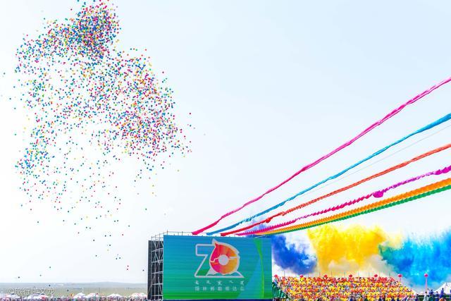 2019锡林郭勒草原最盛大那达慕开幕,展演人数2200人,200多马匹