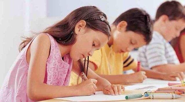 孩子不爱写作业?培养孩子专心有这3条足够,家长不妨来看一下