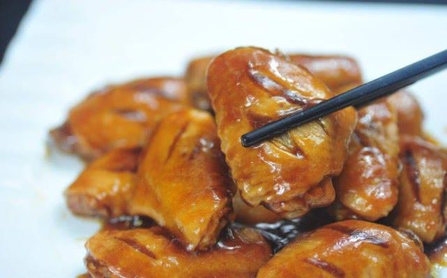 原创做可乐鸡翅时牢记两点窍门,做出来的鸡翅好吃到连汤都想喝掉
