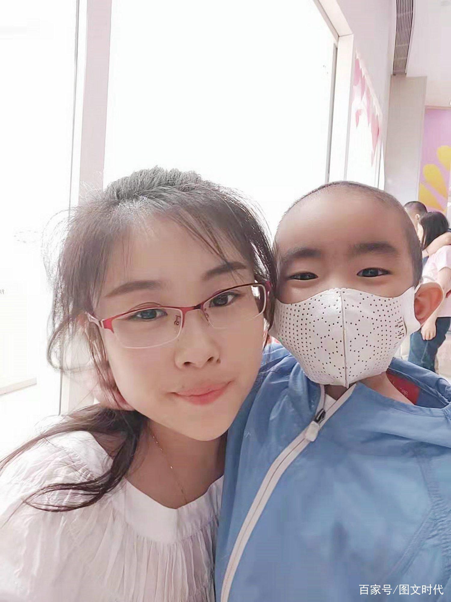 5岁重症男童病房结识好友,妈妈偷偷落泪:多希望他们一起长大