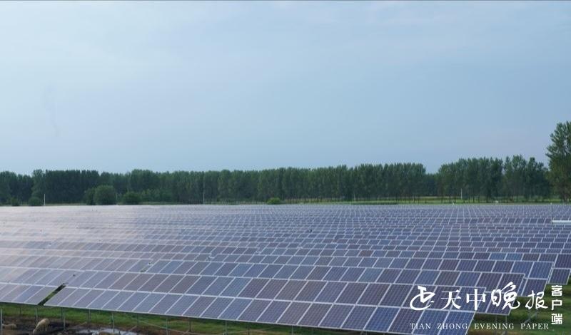 壮观!淮河岸边500多亩光伏发电站