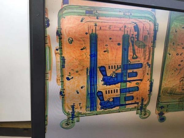 """安检X光显示行李箱中有两把""""手枪""""? 原来是虚惊一场"""