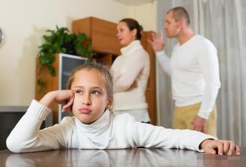 为什么孩子窝里横外面怂,专家:和爸爸关系很大,还可能代代相传