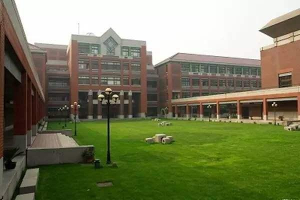 这个班级48人参加高考,清北录取了22人,最差的读的也是浙大