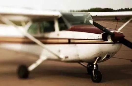 19岁名校女大学生跳飞机自杀身亡,疑因研究螃蟹项目受阻