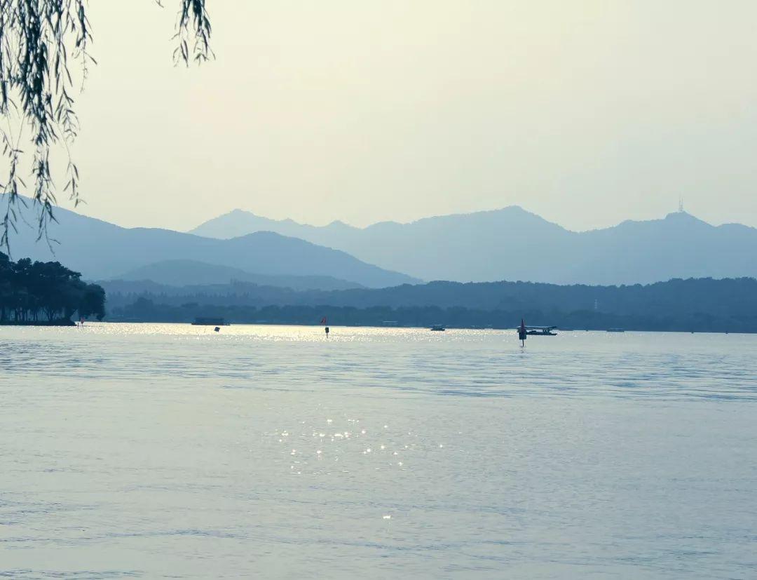 【8月9日】仅80元夜游杭州西湖自由行一日游