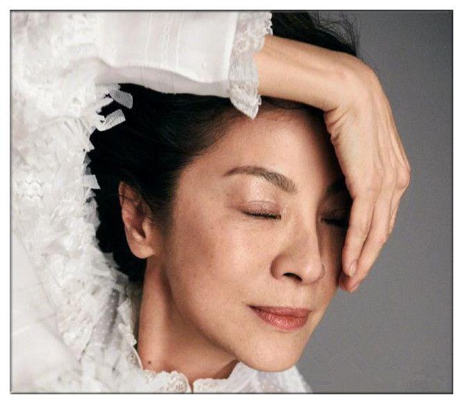 57岁杨紫琼无惧素颜拍大片,告诉你什么才叫真正的美人在骨不在皮