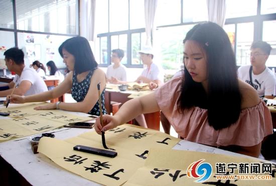特色课程让海外华裔青少年领略中华文化风采