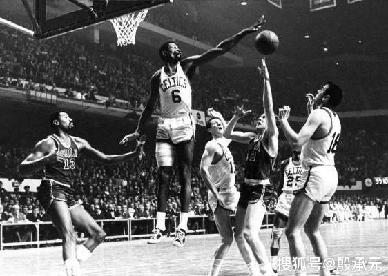 原创            扒一扒NBA历史最强三人组 勇士三巨头一点差距大