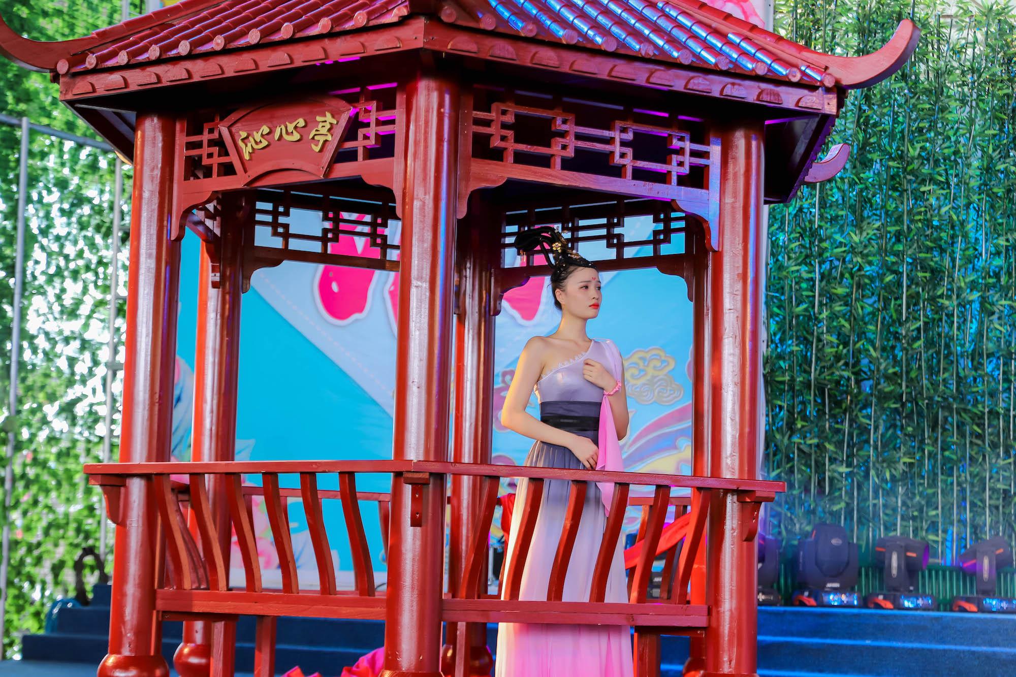 广东观音山举行大型汉服主题活动 现场上演古代婚礼秀