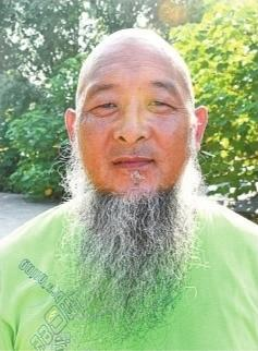47岁货车司机为纪念爷爷留胡须近20年