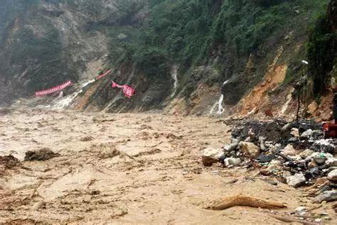 行唐车祸_刚刚,中央气象台发布暴雨预警