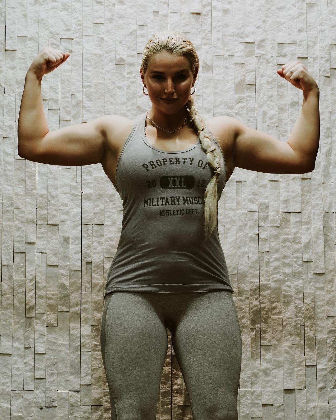 美國優秀女兵,健身練就完美身材,顏值超高走紅網絡!