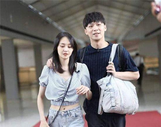 28岁郑爽与男友逛街秀恩爱都在赚钱?恋爱一年的她何时结婚?
