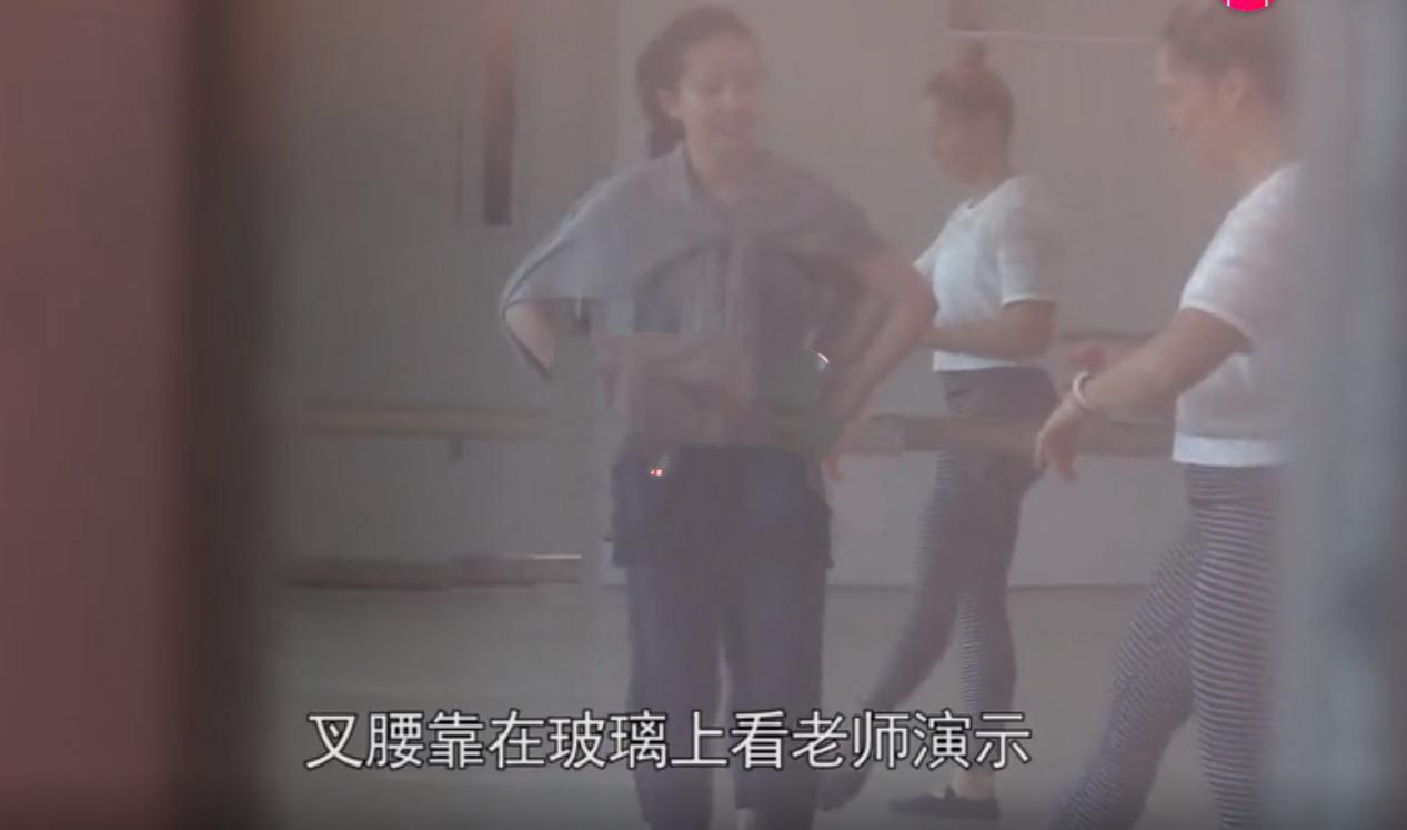 刘亦菲私下素颜现身,请国外健身教练指导减肥,紧身裤勾勒好身材 作者: 来源:会火
