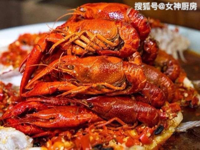 老干妈配小龙虾做出绝妙新口味,煮2斤放4勺,全新的口感回味无穷
