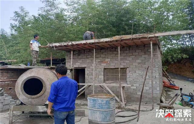 西峡县回车镇石梯村:烈日炎炎,危房改造热情不减