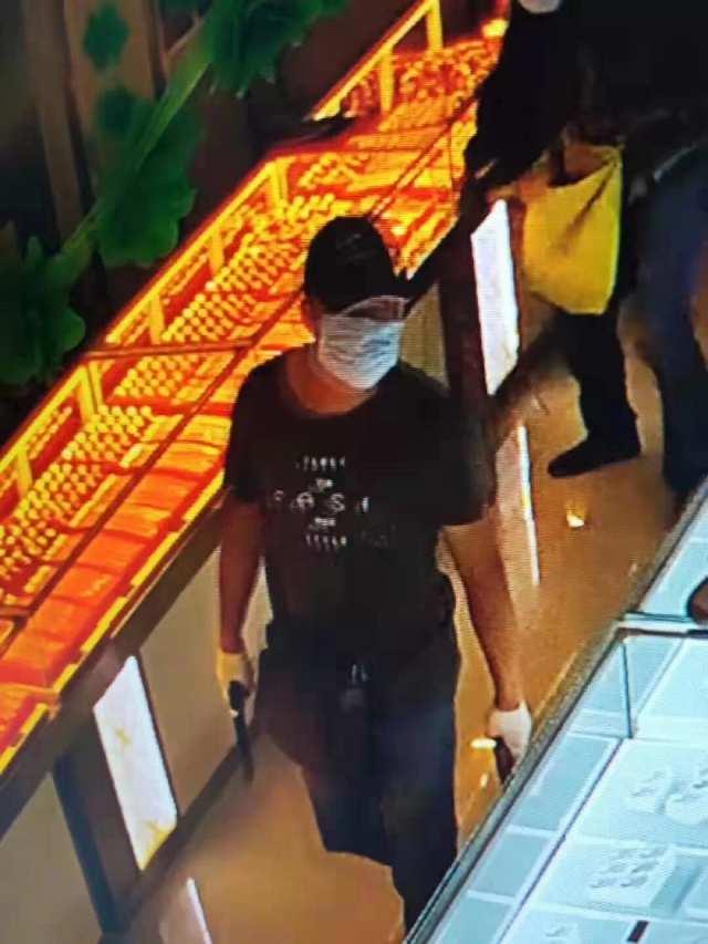 鄂尔多斯2男子持枪劫金店,公安征集线索最高奖10万
