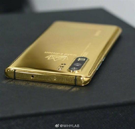 <b>甄子丹私家定制,24K黄金P30 Pro,网友:这才是硬汉该有的配置!</b>