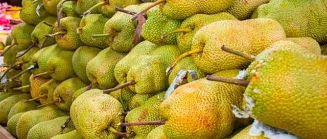 快递界李佳琦:海南快递小哥直播卖水果,每月仅快递费就多赚2万