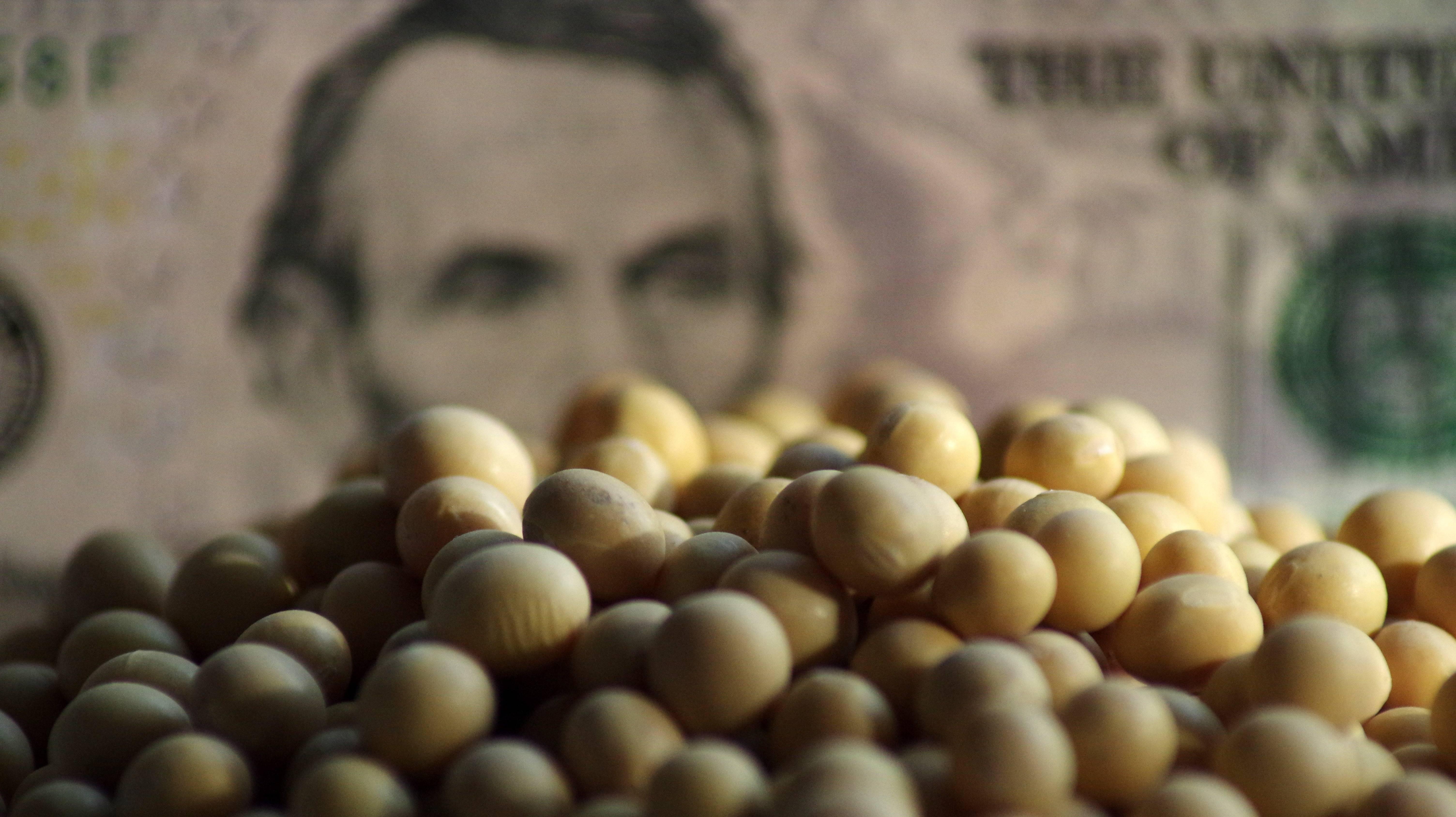 """【虎嗅早报】中国相关企业暂停新的美国农产品采购;美股经历""""黑色星期一"""""""