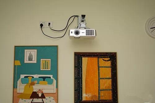 你还在客厅放电视?早就过时了,现在都流行这样