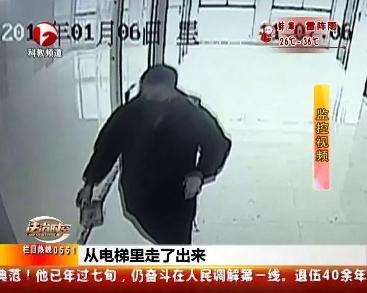 安庆30岁男子冒充快递员入室抢劫、猥亵少女