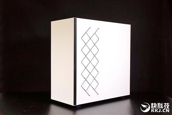 玩家风暴魔方550机箱图赏:磁吸式玻璃配了个把手