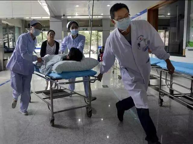 """28岁孕妇突然胎死腹中,奋力抢救十小时后,医生怒骂老公""""禽兽"""""""