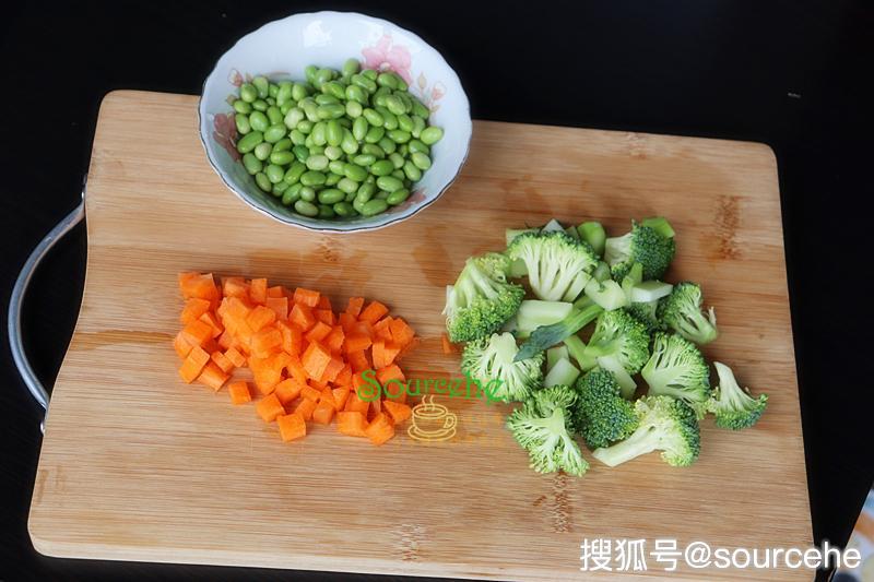 """懒理""""小三""""回港 许志安郑秀文逛超市"""