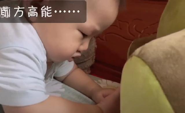 <b>宝宝前一秒还和妈妈玩,后一秒就睡着了,秒睡速度让妈妈猝不及防</b>
