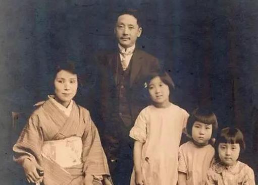 他是抗日英雄,娶日本女子为妻,生下一女孩,成为著名音乐家