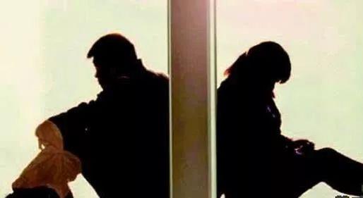 现代人的婚姻:手机定生死
