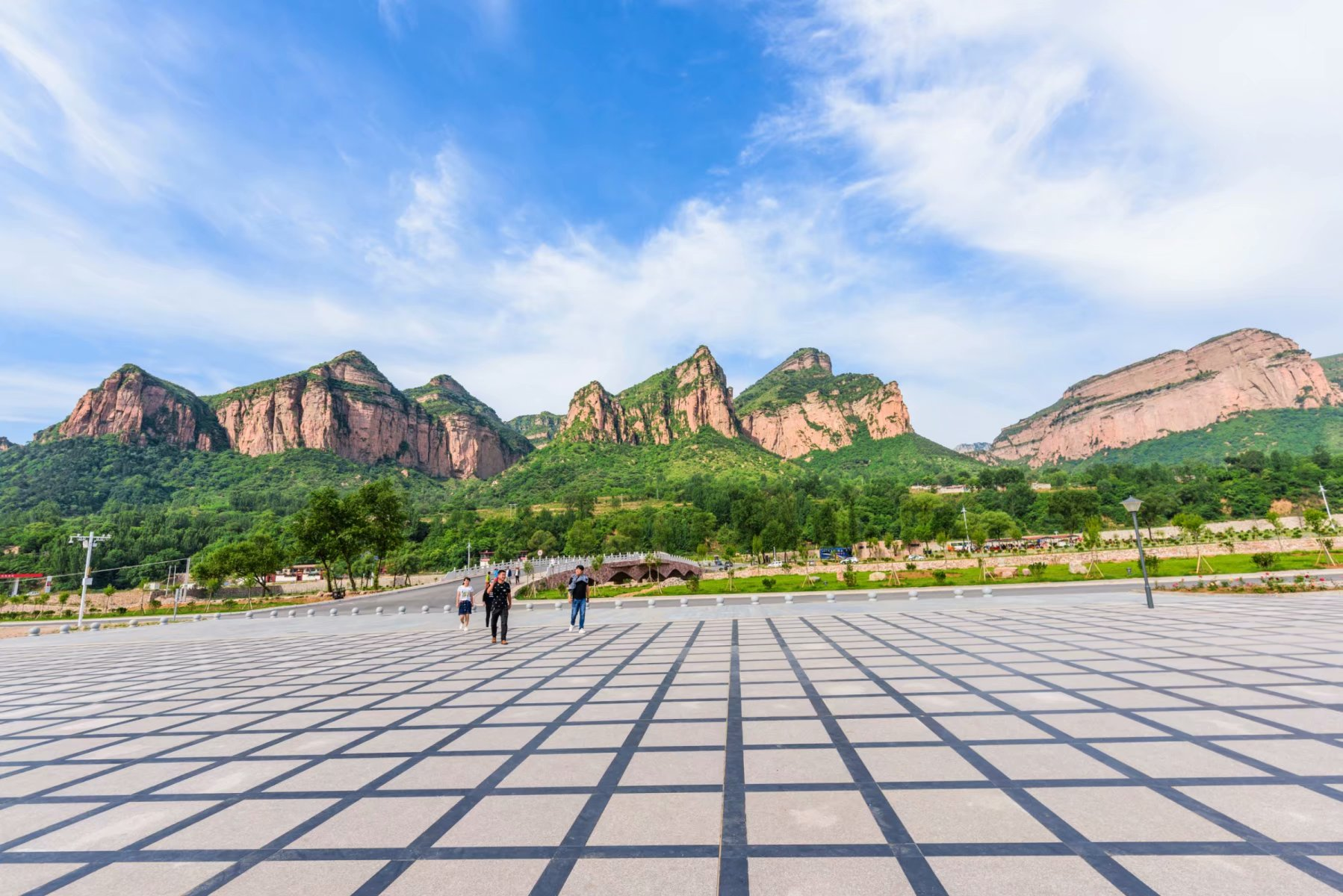河北邯郸,有座巍巍的山,集奇峰俊岭为一身
