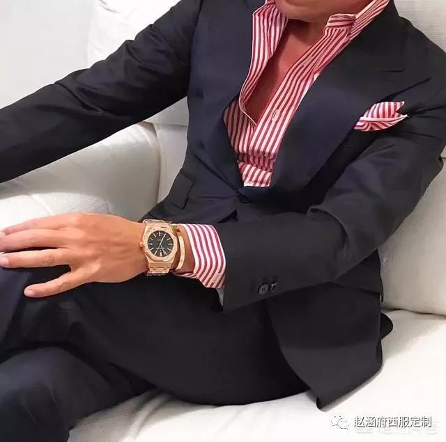 <b>穿正装也需要色彩搭配</b>