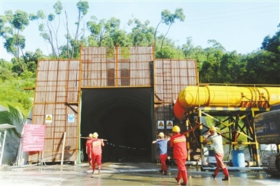 板樟山新增慢行隧道贯通 预计全部爆破作业将于下个月完成