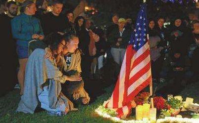 30人死亡、50人受伤,紧接爆发的枪击案,让美国网友发飙!